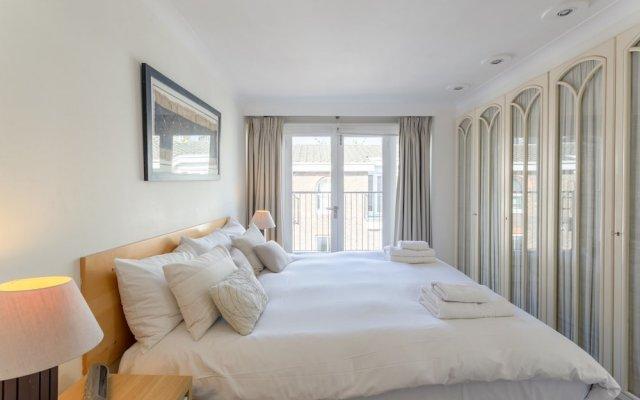 Отель 2 Bedroom House in Maida Vale With Balcony комната для гостей