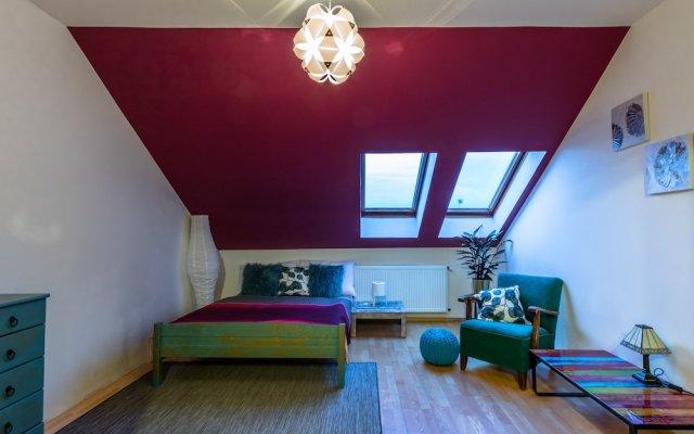 Апартаменты Spacious two storey apartment in Karlin комната для гостей