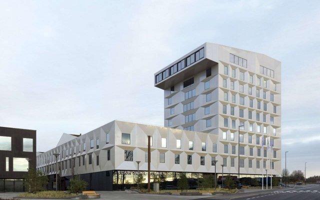 Clarion Hotel Air вид на фасад