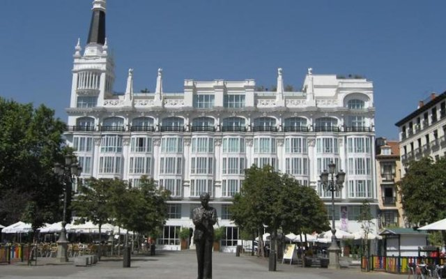 Отель 12 Rooms Мадрид вид на фасад