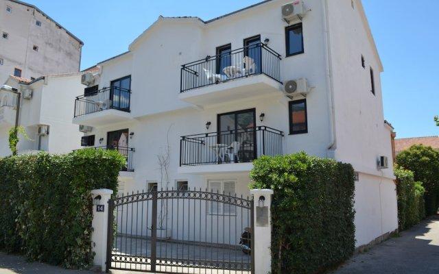 Отель Casablanca Apartments Черногория, Будва - отзывы, цены и фото номеров - забронировать отель Casablanca Apartments онлайн вид на фасад