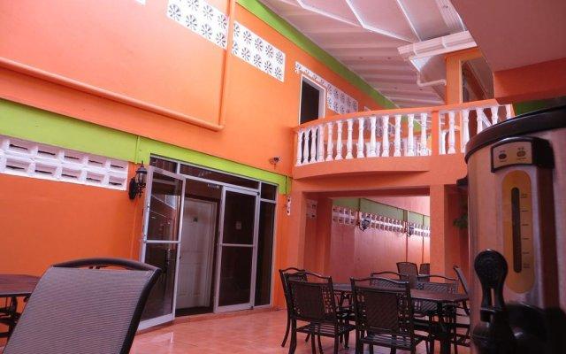 Отель Signature Inn Гайана, Джорджтаун - отзывы, цены и фото номеров - забронировать отель Signature Inn онлайн вид на фасад
