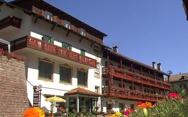 Hotel La Rondinella вид на фасад