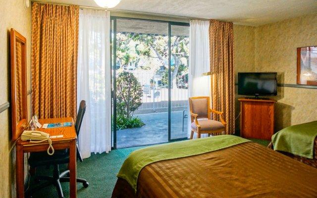 Отель Travelodge Hotel at LAX США, Лос-Анджелес - отзывы, цены и фото номеров - забронировать отель Travelodge Hotel at LAX онлайн удобства в номере