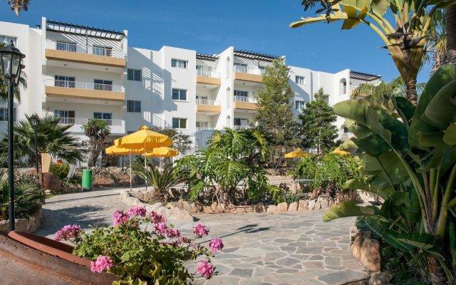 Апартаменты Mayfair Gardens Apartments вид на фасад