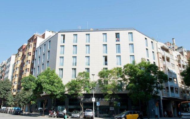 Hotel ILUNION Auditori вид на фасад