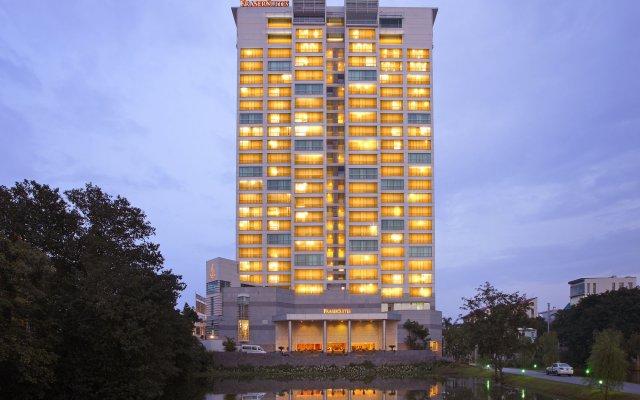 Отель Fraser Suites Hanoi вид на фасад