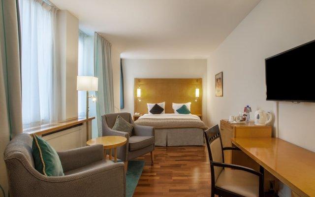 Отель Crowne Plaza Brussels - Le Palace Бельгия, Брюссель - 2 отзыва об отеле, цены и фото номеров - забронировать отель Crowne Plaza Brussels - Le Palace онлайн комната для гостей