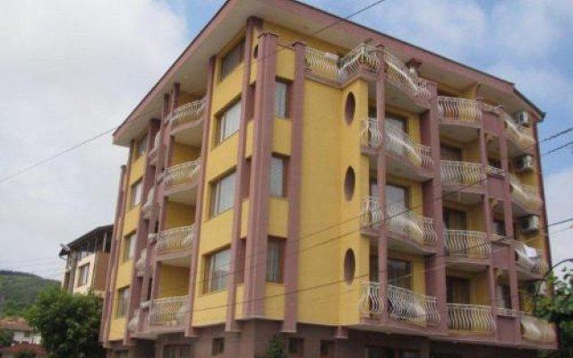 Отель Family Hotel Denica Болгария, Аврен - отзывы, цены и фото номеров - забронировать отель Family Hotel Denica онлайн вид на фасад