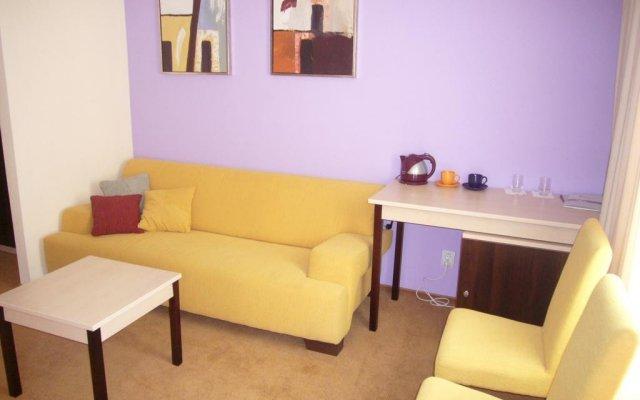 Гостиница 7 Дней Каменец-Подольский комната для гостей