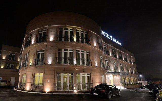 Отель Majdan вид на фасад