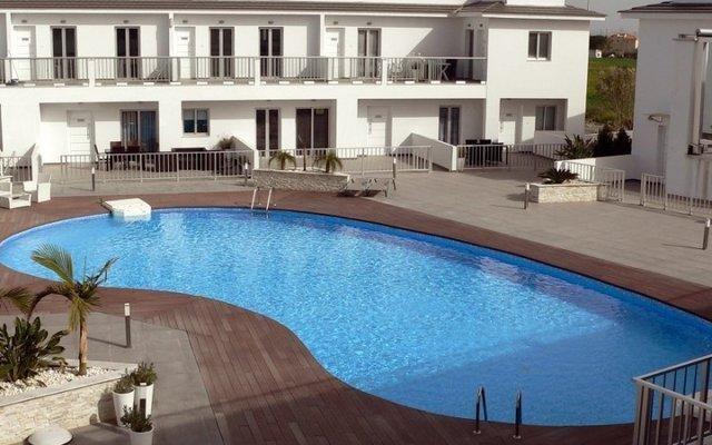 Апартаменты High View Gardens Luxury Apartments бассейн