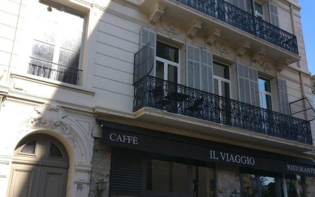 2 Bedrooms Apartment With 1 Mezzanine top Location in the Heart of Cannes 2