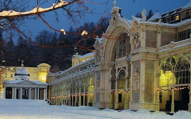 Отель Flora Чехия, Марианске-Лазне - отзывы, цены и фото номеров - забронировать отель Flora онлайн вид на фасад