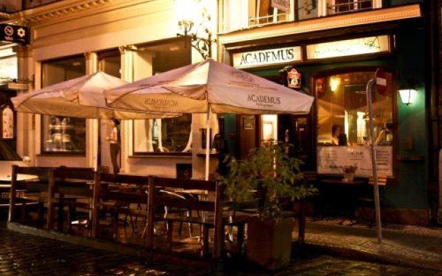 Отель Academus - Cafe/Pub & Guest House Польша, Вроцлав - отзывы, цены и фото номеров - забронировать отель Academus - Cafe/Pub & Guest House онлайн