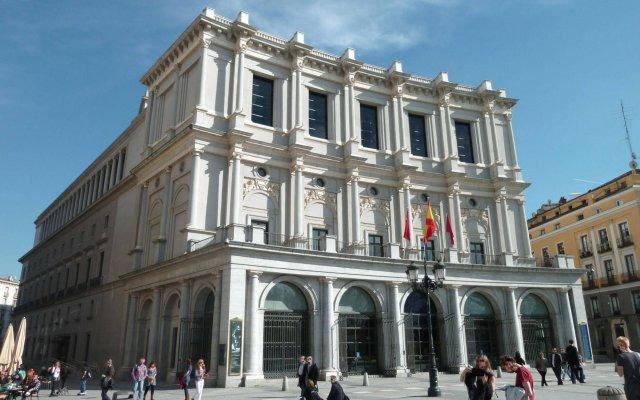 Отель Gran Melia Palacio De Los Duques вид на фасад