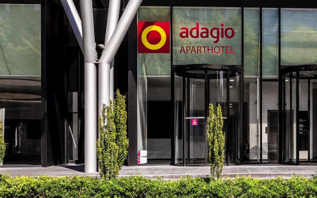 Отель Aparthotel Adagio Frankfurt City Messe вид на фасад