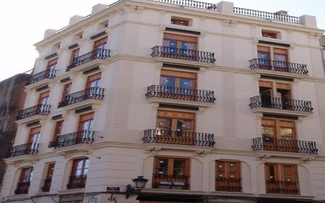 Отель Valenciaflats Torres de Serrano Испания, Валенсия - отзывы, цены и фото номеров - забронировать отель Valenciaflats Torres de Serrano онлайн вид на фасад