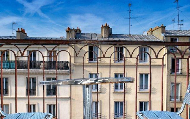 Отель Hôtel De Venise вид на фасад