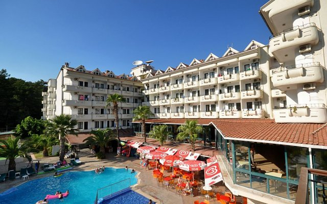 Club Hotel Pineta - All Inclusive бассейн
