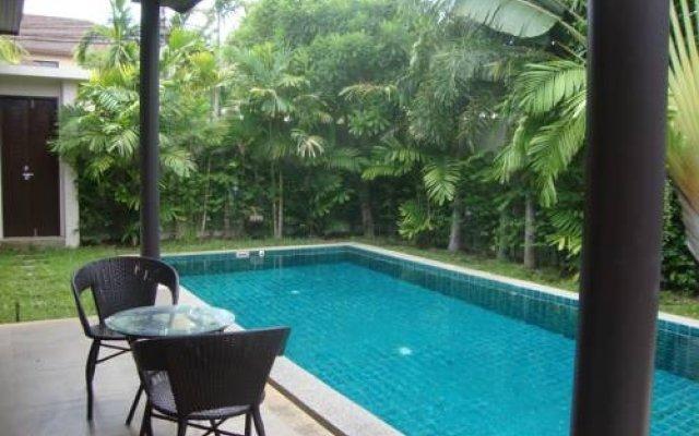 Отель Three-Bedrooms Villa Rawai бассейн