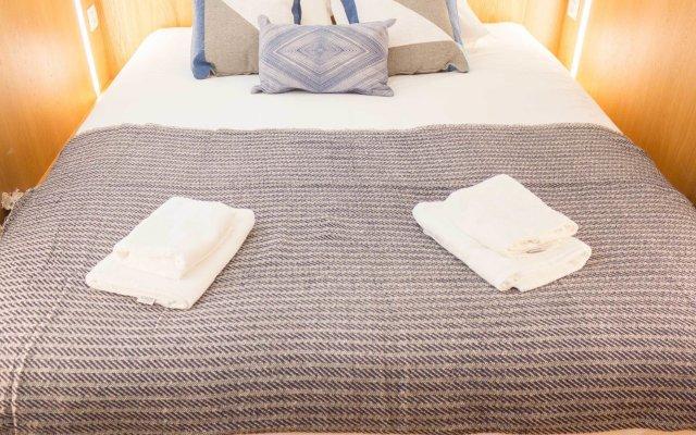 Апартаменты Alfama Blue Studio Loft Apartment - by LU Holidays комната для гостей