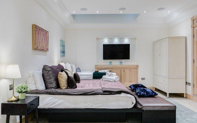 Отель Luxury 5-bedroom Villa With Parking and AC Великобритания, Лондон - отзывы, цены и фото номеров - забронировать отель Luxury 5-bedroom Villa With Parking and AC онлайн