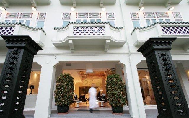 New Majestic Hotel вид на фасад