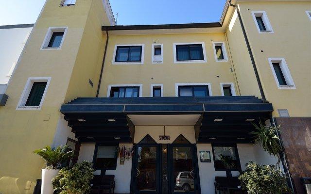 Отель Nuova Mestre Италия, Лимена - 3 отзыва об отеле, цены и фото номеров - забронировать отель Nuova Mestre онлайн вид на фасад