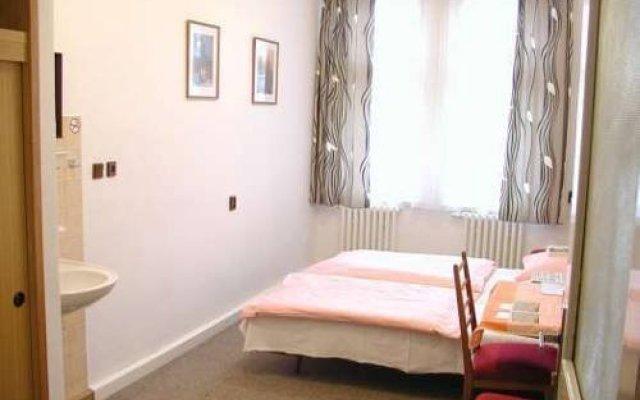Отель Church Pension Praha - Husuv Dum комната для гостей