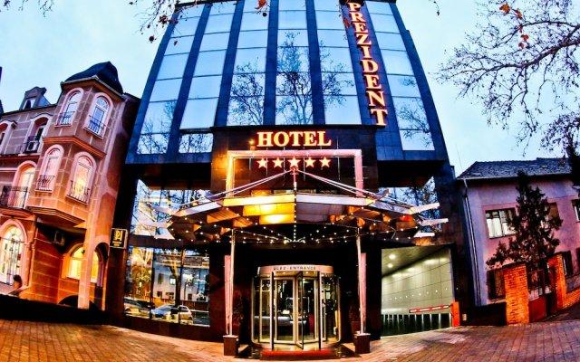 Prezident Hotel Нови Сад вид на фасад
