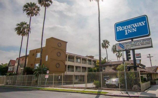 Отель Rodeway Inn Convention Center США, Лос-Анджелес - отзывы, цены и фото номеров - забронировать отель Rodeway Inn Convention Center онлайн вид на фасад