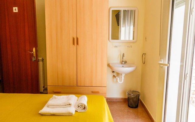 Отель Pension Teresa Калаорра комната для гостей