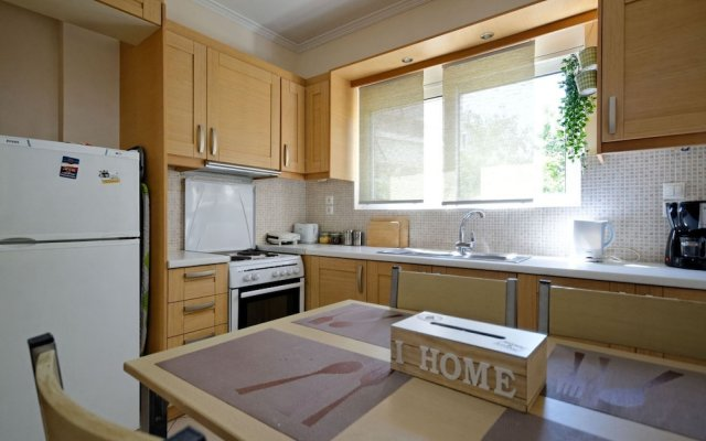 Brand new Family Apartment in Athens/dafni,100m From Metro Station, Sleeps 4