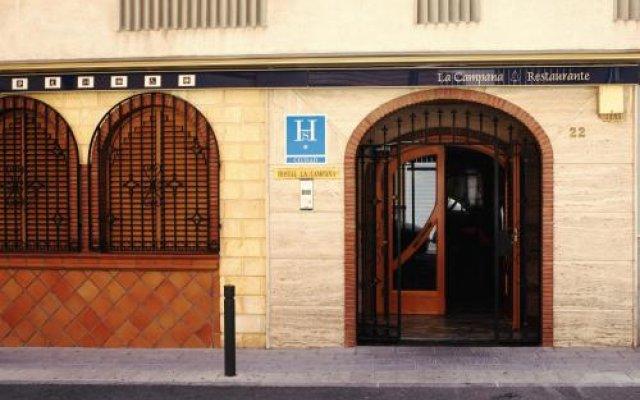 Отель Hostal la Campana вид на фасад