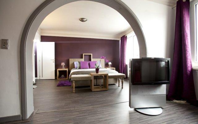 Отель B&B Luxe Suites-1-2-3 комната для гостей