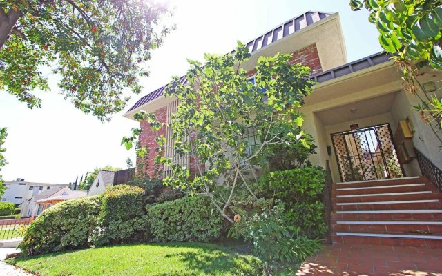 Affordable Cozy Town House in Glendale