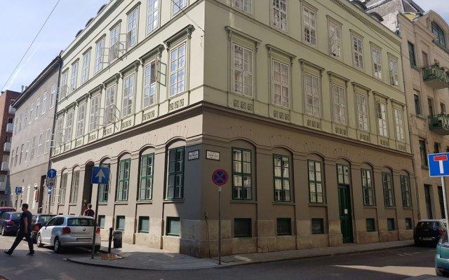 Отель Dice Apartments Венгрия, Будапешт - отзывы, цены и фото номеров - забронировать отель Dice Apartments онлайн вид на фасад