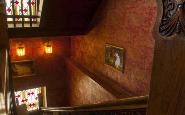 Отель Lion's Castle