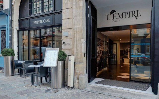 Отель LEMPIRE Париж вид на фасад