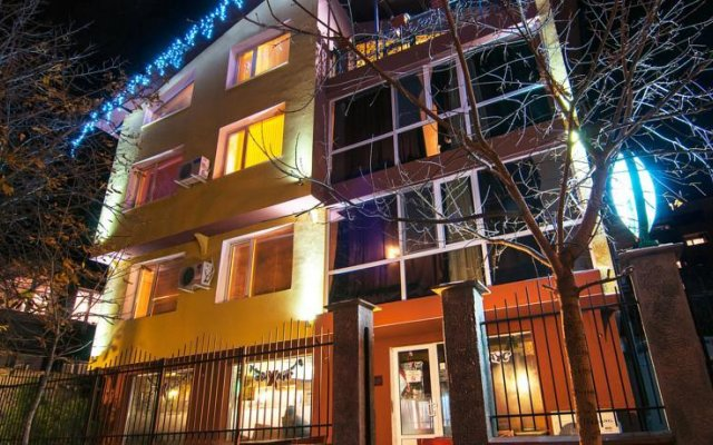 Hotel Fun House Стара Загора вид на фасад