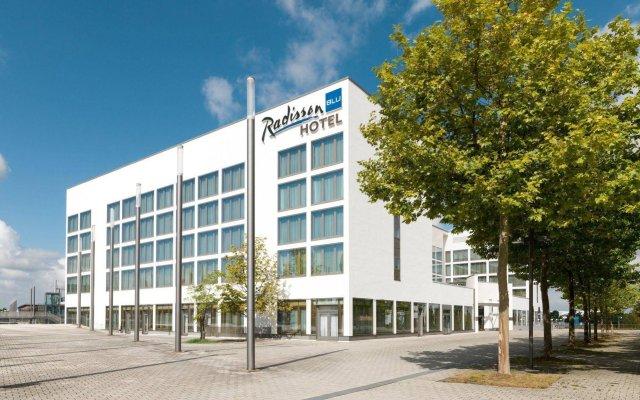 Radisson Blu Hotel, Hannover вид на фасад