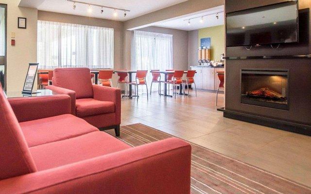 Отель Comfort Inn Kirkland Lake комната для гостей
