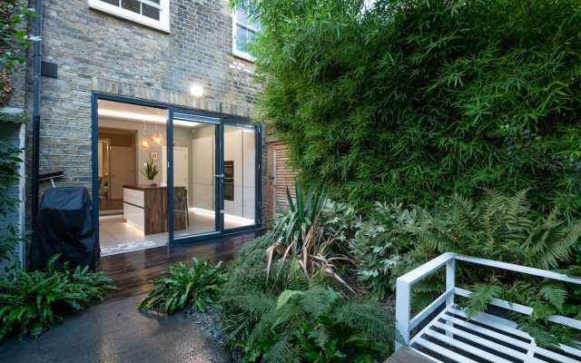 Majestic Modern Home close to Waterloo