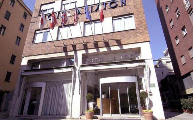Отель Ariston Hotel Италия, Милан - 5 отзывов об отеле, цены и фото номеров - забронировать отель Ariston Hotel онлайн вид на фасад