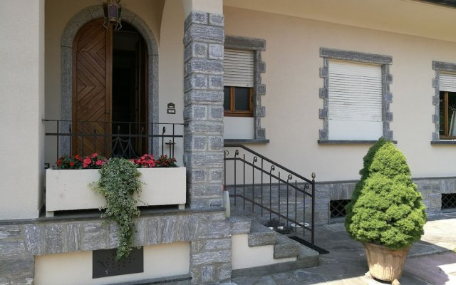 Апартаменты Villa DaVinci - Garden Apartment Вербания вид на фасад