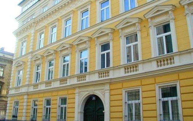 Отель Puzzlehotel Appartement Schönbrunn Австрия, Вена - отзывы, цены и фото номеров - забронировать отель Puzzlehotel Appartement Schönbrunn онлайн вид на фасад