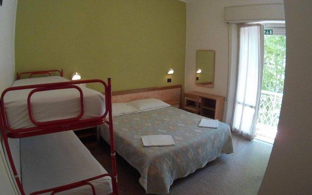 Jammin' Rimini Backpackers Hotel Римини комната для гостей