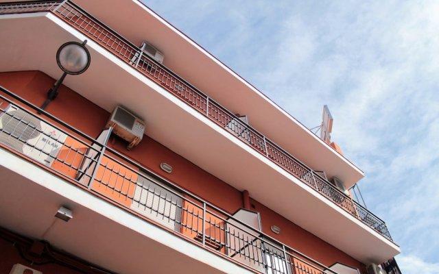 Hotel Ramis вид на фасад