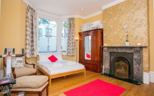 Отель 1 Bedroom Flat in Highbury комната для гостей